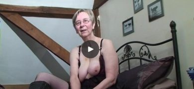 Amateur grandma Kim demonstrates her anal sex skills