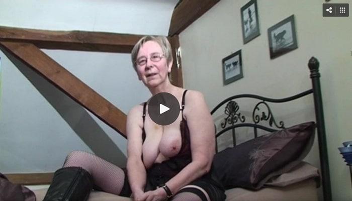 Her Anal Penetration - Amateur grandma Kim demonstrates her anal sex skills - Mr ...