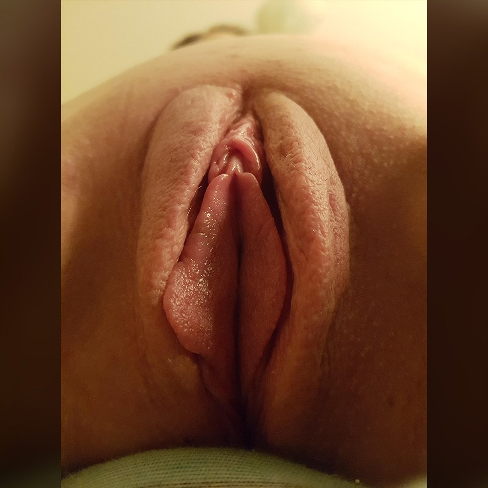 ebony lesbians licking wet pussy